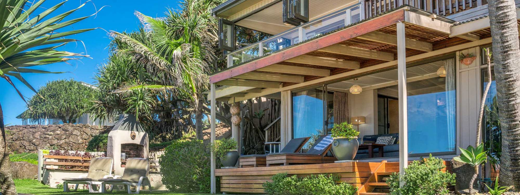 Moonstruck - Byron Bay - House from front lawn b