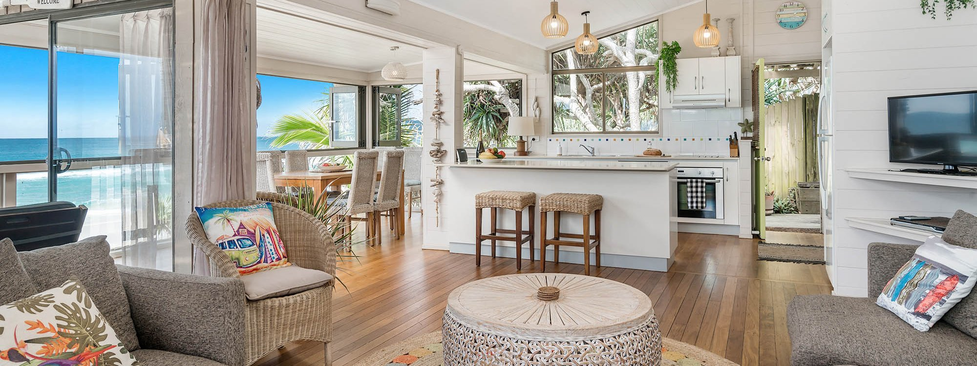 Moonstruck - Byron Bay - Living and Dining