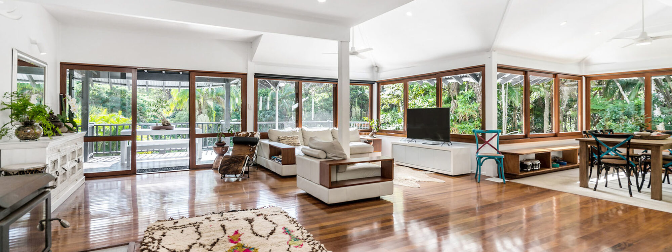 Ourmuli - Byron Bay - Fireplace Lounge and Dining