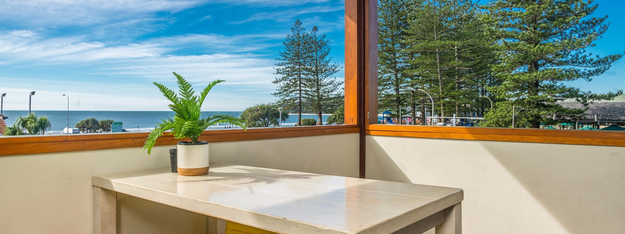 Quiksilver Apartments - The Pass - take in the scenery