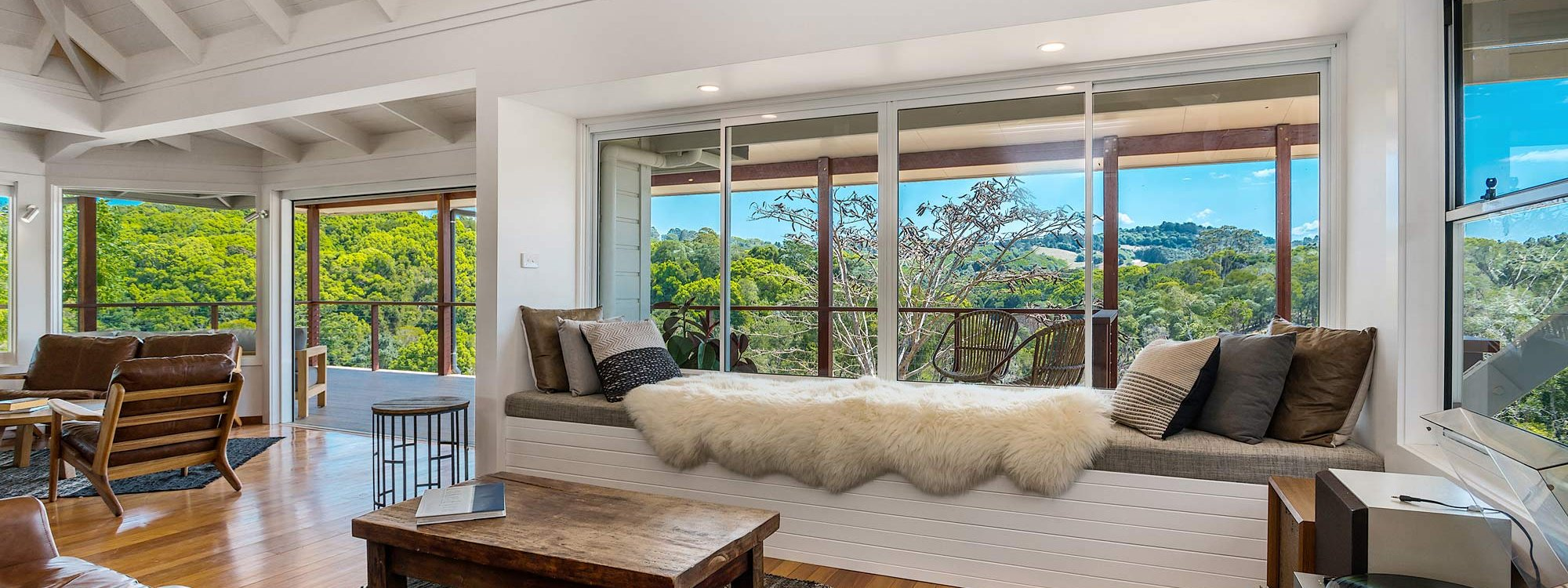Rockinghorse House - Byron Hinterland - Lounge and window seat
