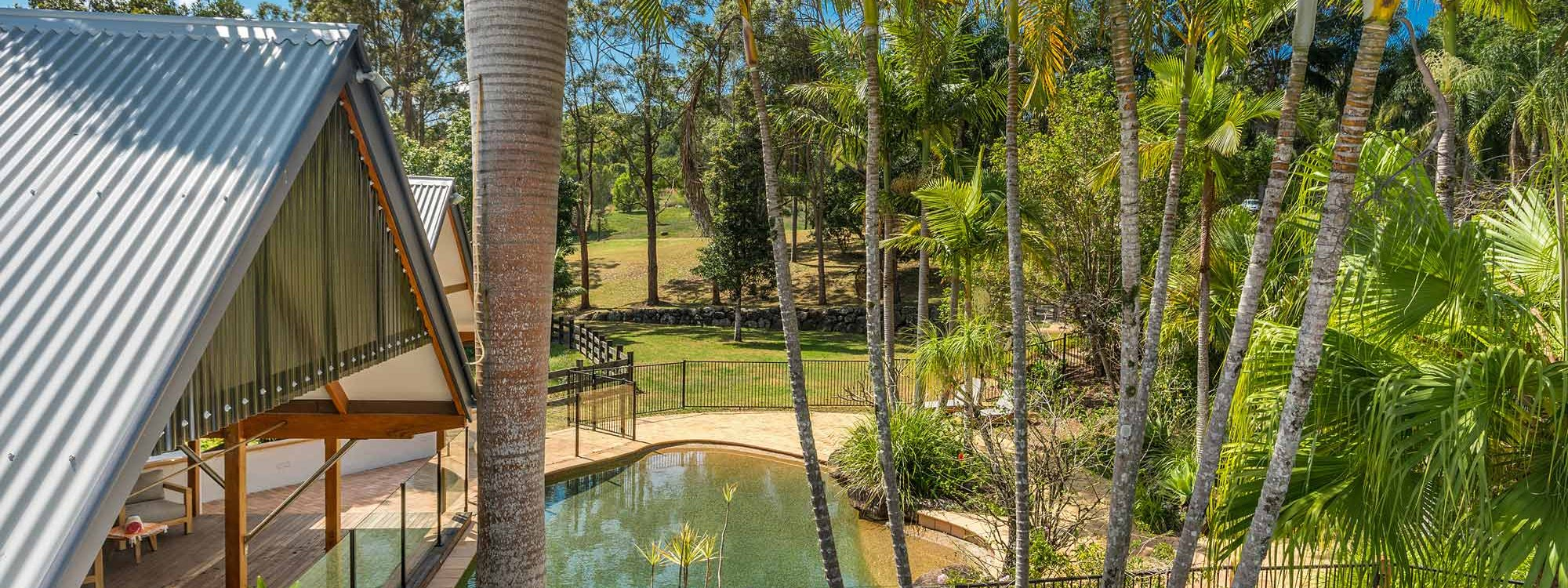 Rockinghorse House - Byron Hinterland - Pool and gardens