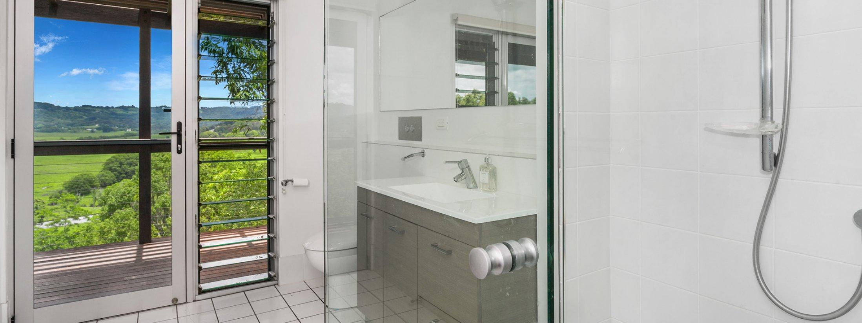 Serene Myocum - Byron Bay - Main Bathroom