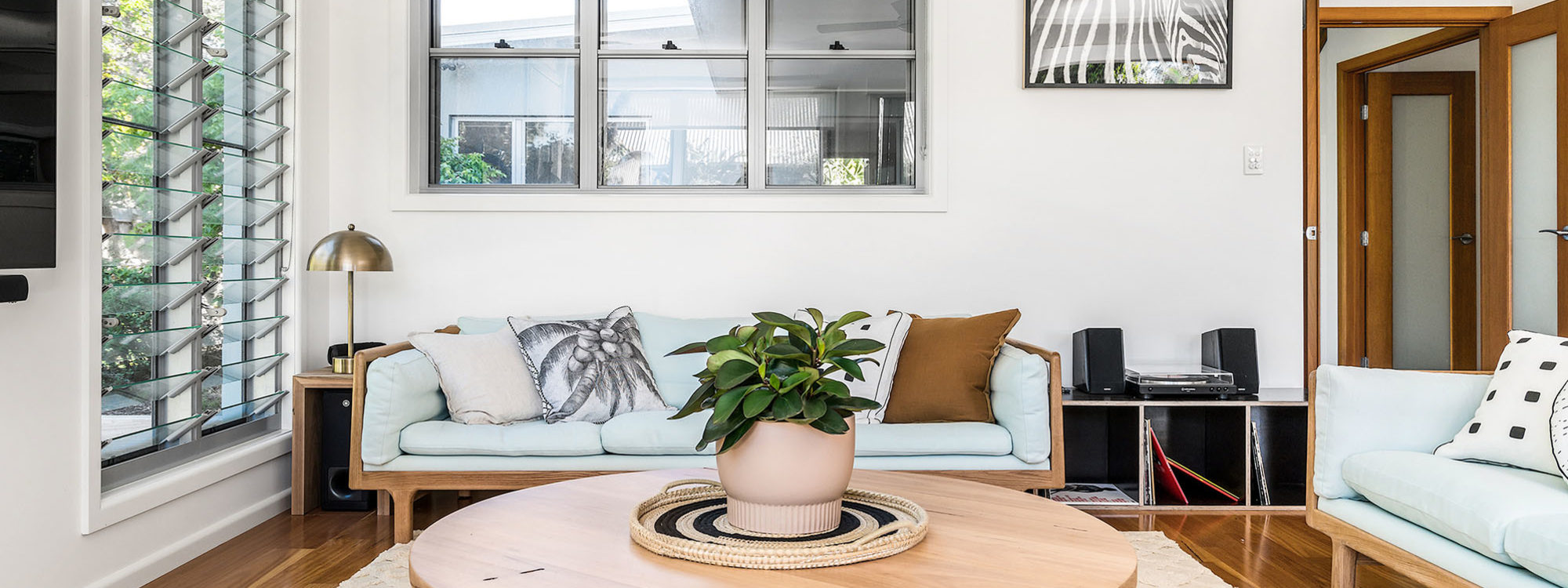 Shore Beats Work - Byron Bay - Living Room e