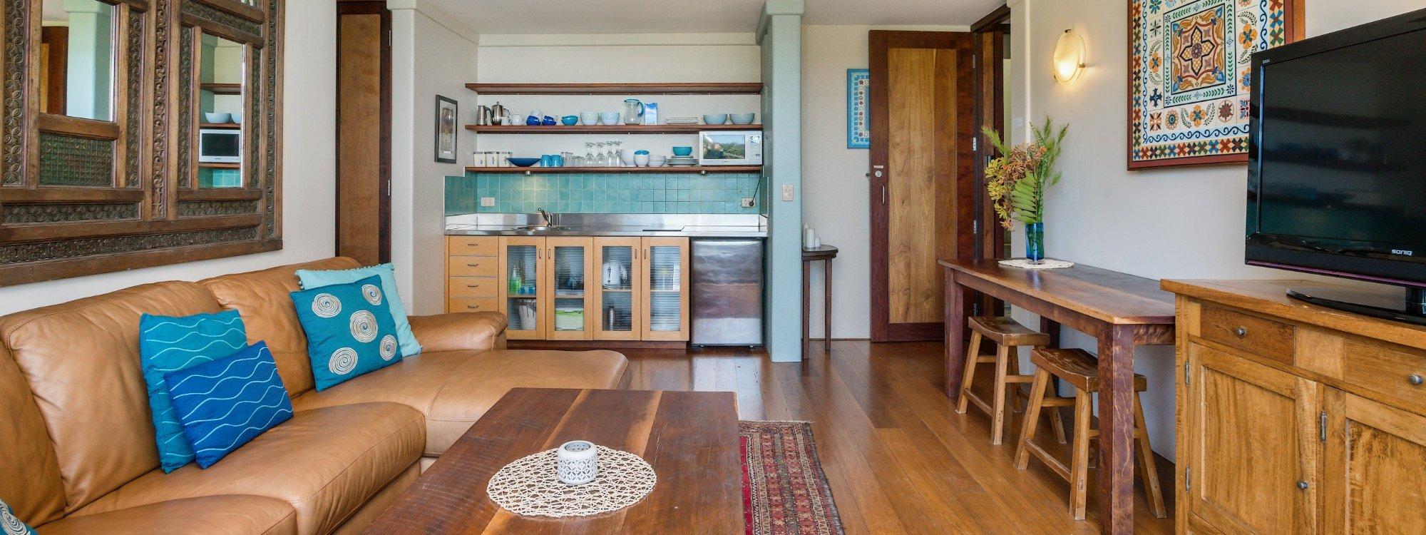 Wategos Retreats Apartment - Wategos Beach - Byron Bay - Apartment Living room and Kitchenette