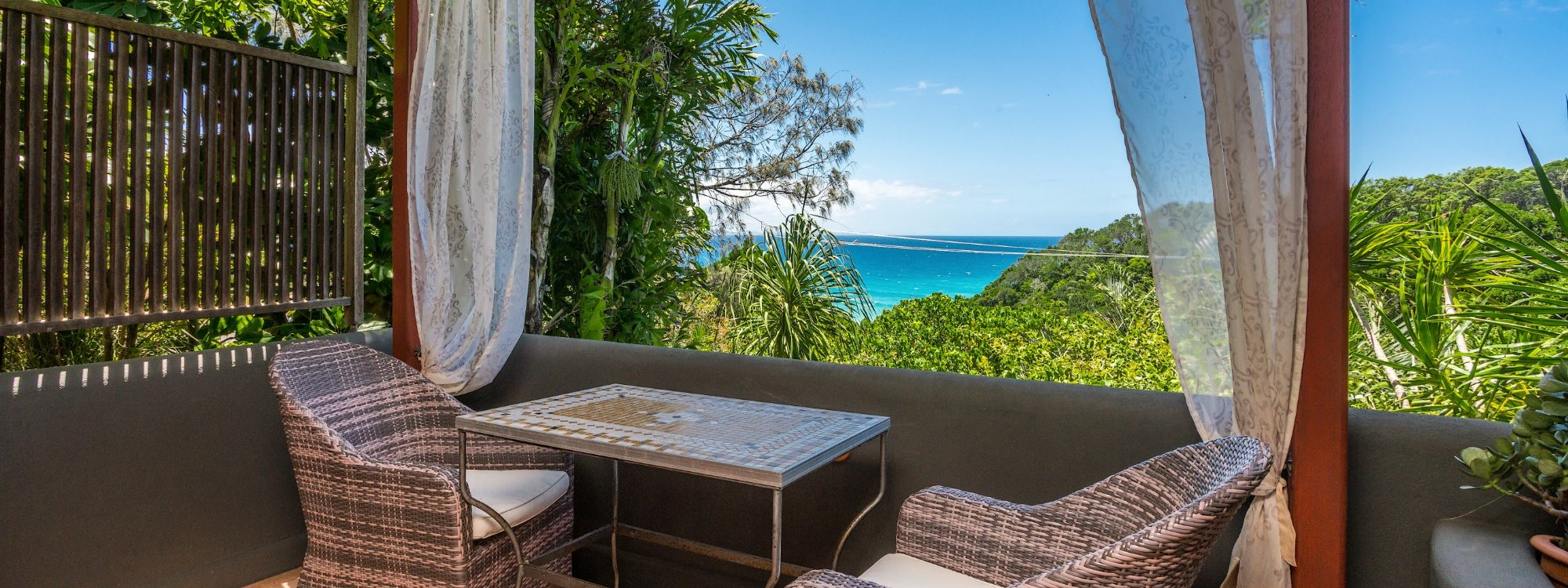 Wategos Retreats - Wategos Beach - Byron Bay - Studio balcony and ocean views