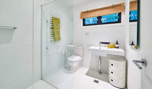 Ahoy Byron - Bathroom