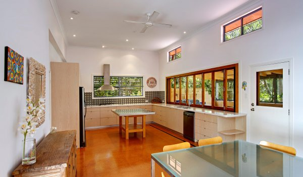 Aurora Byron Bay - New kitchen and dining area