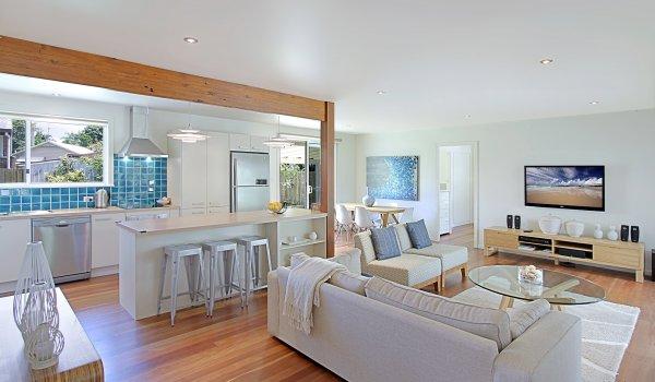 Mi Casa - Kitchen & Living Area