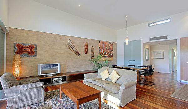 Beach Villa 17, East on Byron - Living Room