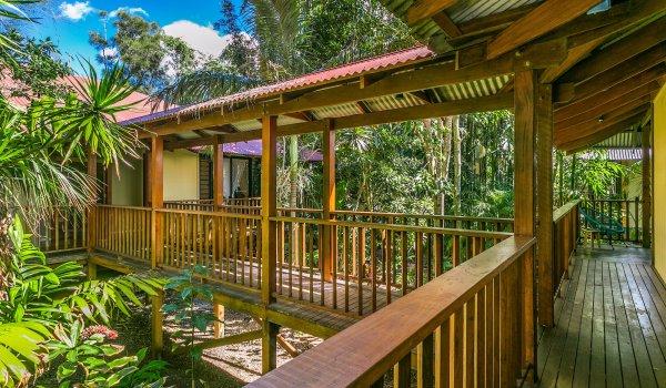 Casa Dan - Pavilion Walkways