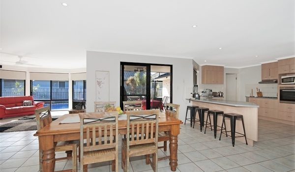 Drift Lennox Head - Living area and kitchen