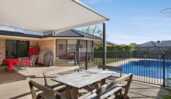 Drift Lennox Head - Outdoor dining table