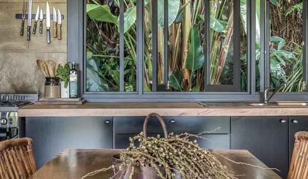 Eastern Rise Studio - ByronBay Hinterland - Kitchen and dining table