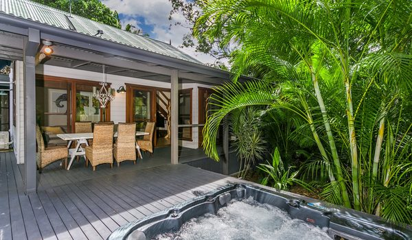 Bottlebrush Cottage - Outdoor Dining & Spa
