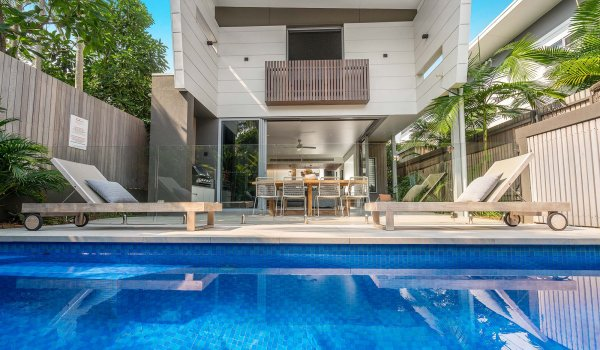 Kokos Beach House 2 - Byron Bay - Pool and House