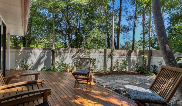 Mahogany Lodge - shaded and private deck area