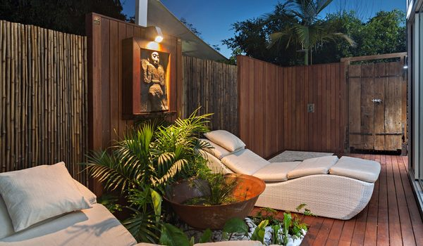 Byron Highlander Suite - Outdoor Setting