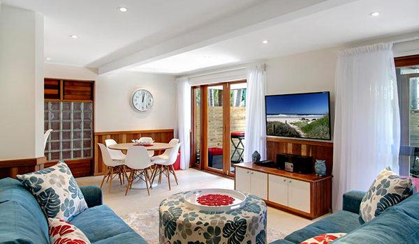 Byron Blisshouse Garden Villa - Dining & Living Area